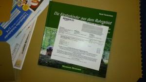 Bild vom Buch auf Transportverpackung mit Rechnung