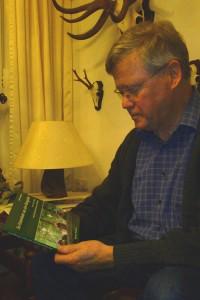Bild vom Autor und seinem Buch